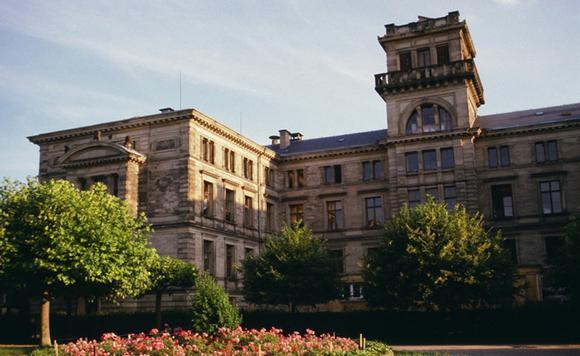 imagesuniversitet-prava-ekonomiki-i-nauk-frantsija-sajt-thumb.jpg